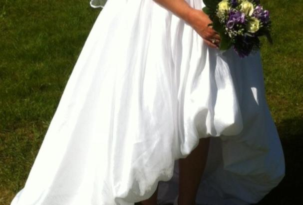 Asymmetrisk kjole i taft