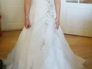 Smuk brudekjole fra Unique, str 38 – syet ud til c