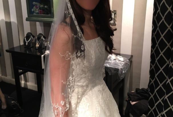 Smuk, enkelt og elegant brudekjole