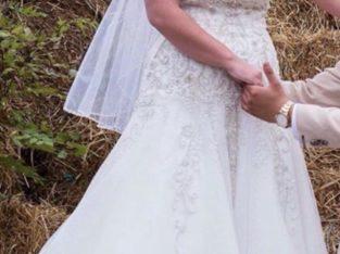 Brudekjole med kort og langt slør