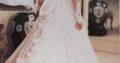 kjolen er råhvid/knækket hvid m palietter