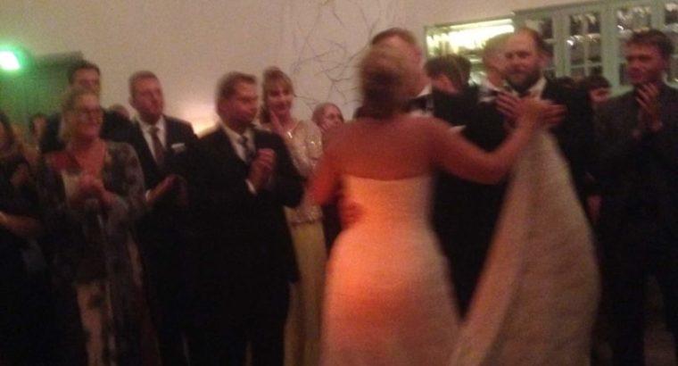 Smuk Justin Alexander brudekjole sælges. Pris er t
