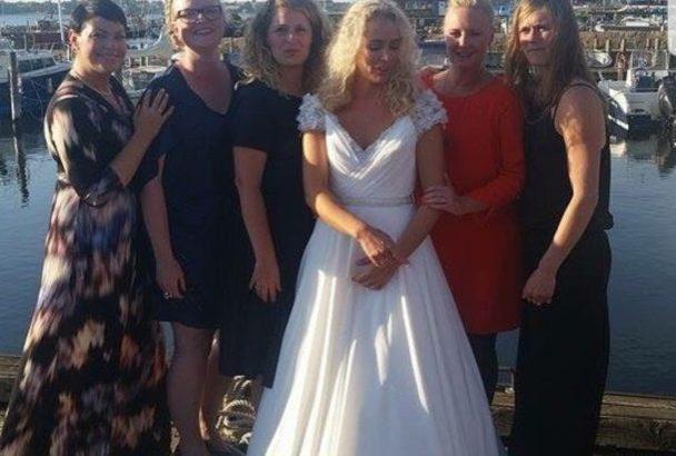 Smuk og nyrenset brudekjole sælges