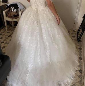 """Brudekjole til salg """" ubrugt """""""