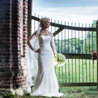 Smuk Justin Alexander brudekjole sælges