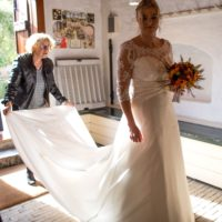 Smuk  fransk brudekjole med blonde-overdel, 3/4 lange ærmer og slæb
